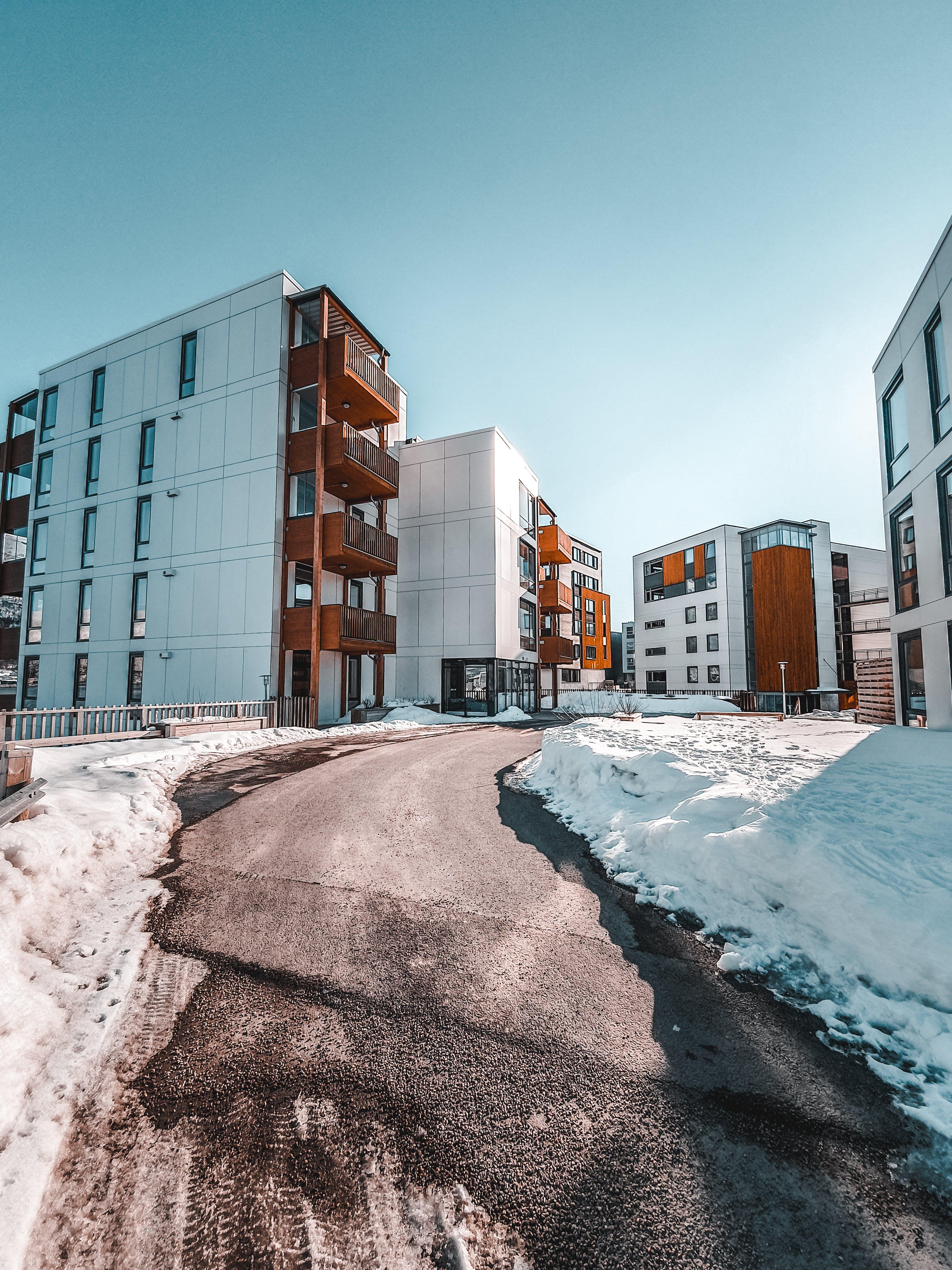Kostenloses Stock Foto zu architektur, gebäude, innenstadt, kalt