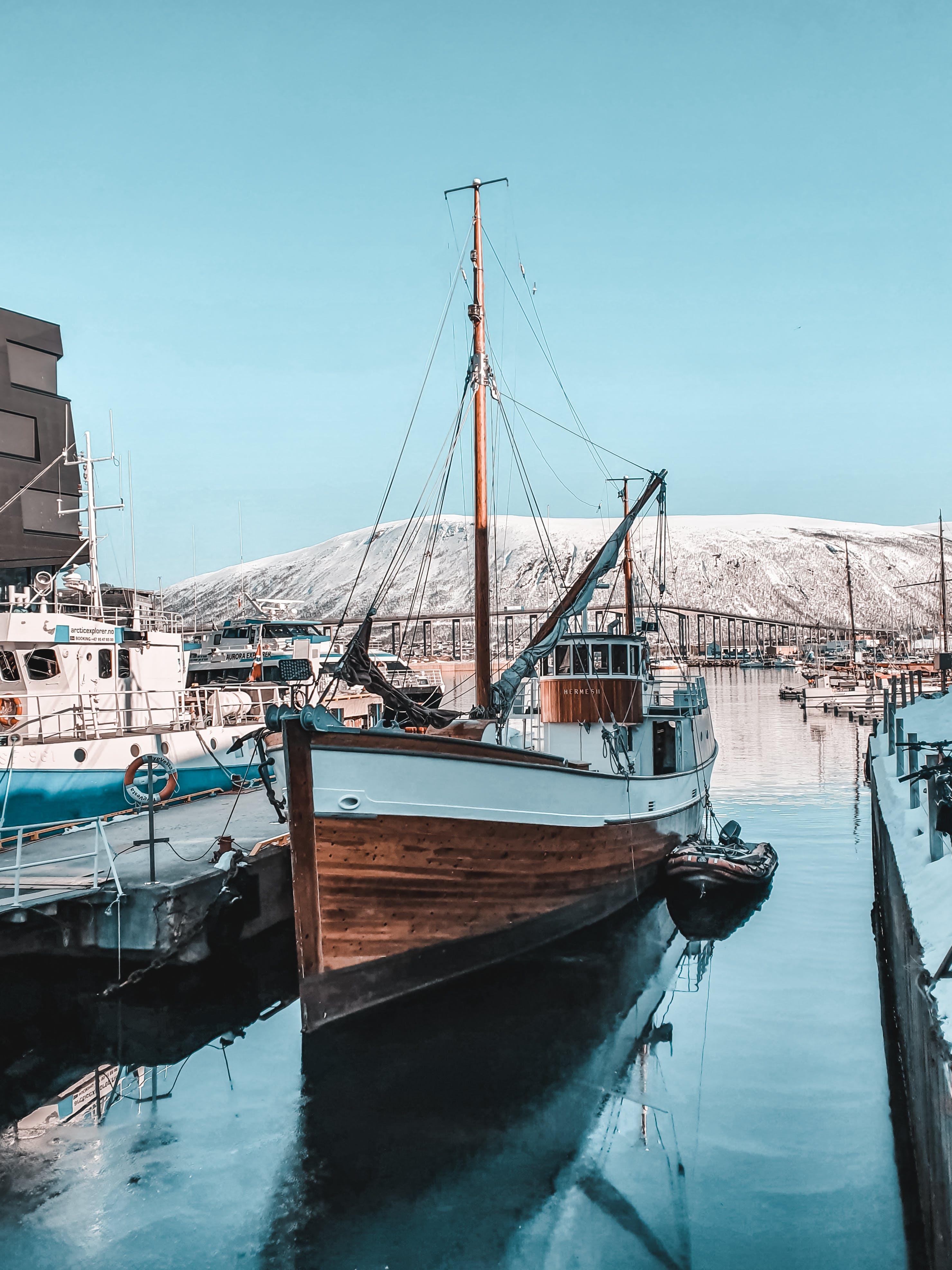 Бесплатное стоковое фото с водный транспорт, гавань, лодка, море