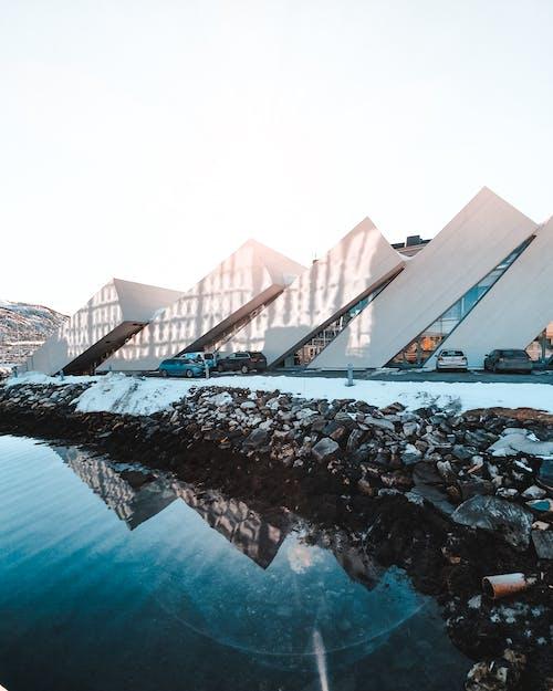 Безкоштовне стокове фото на тему «архітектура, Будівля, море, океан»