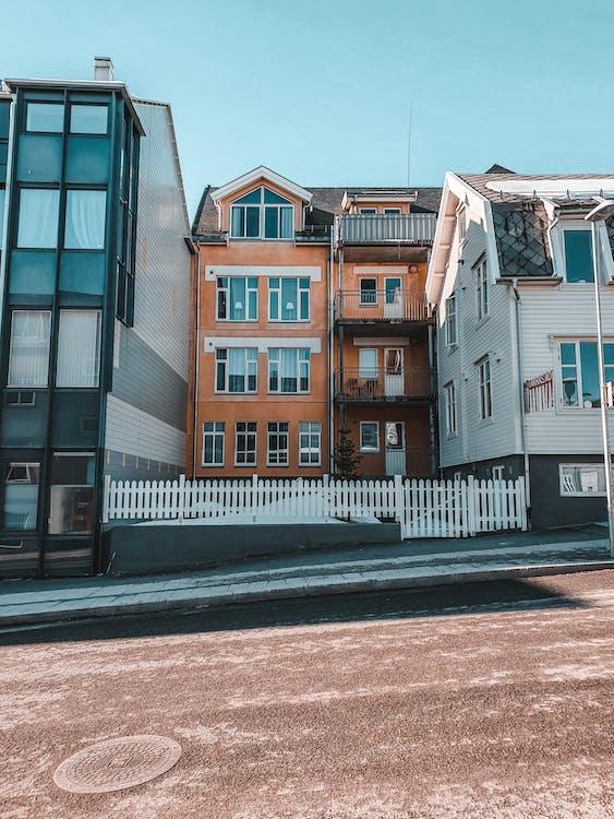 Gratis lagerfoto af arkitektur, asfalt, bolig