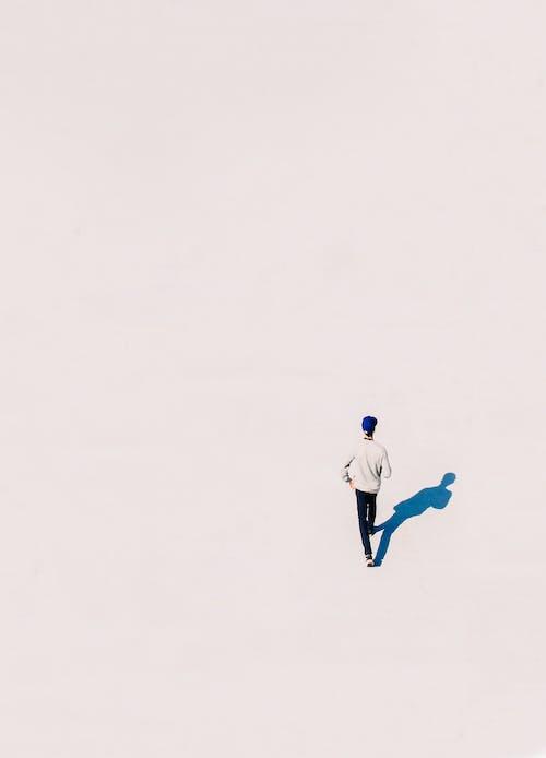 Безкоштовне стокове фото на тему «зйомка з висоти, знімок із дрона, людина, надворі»