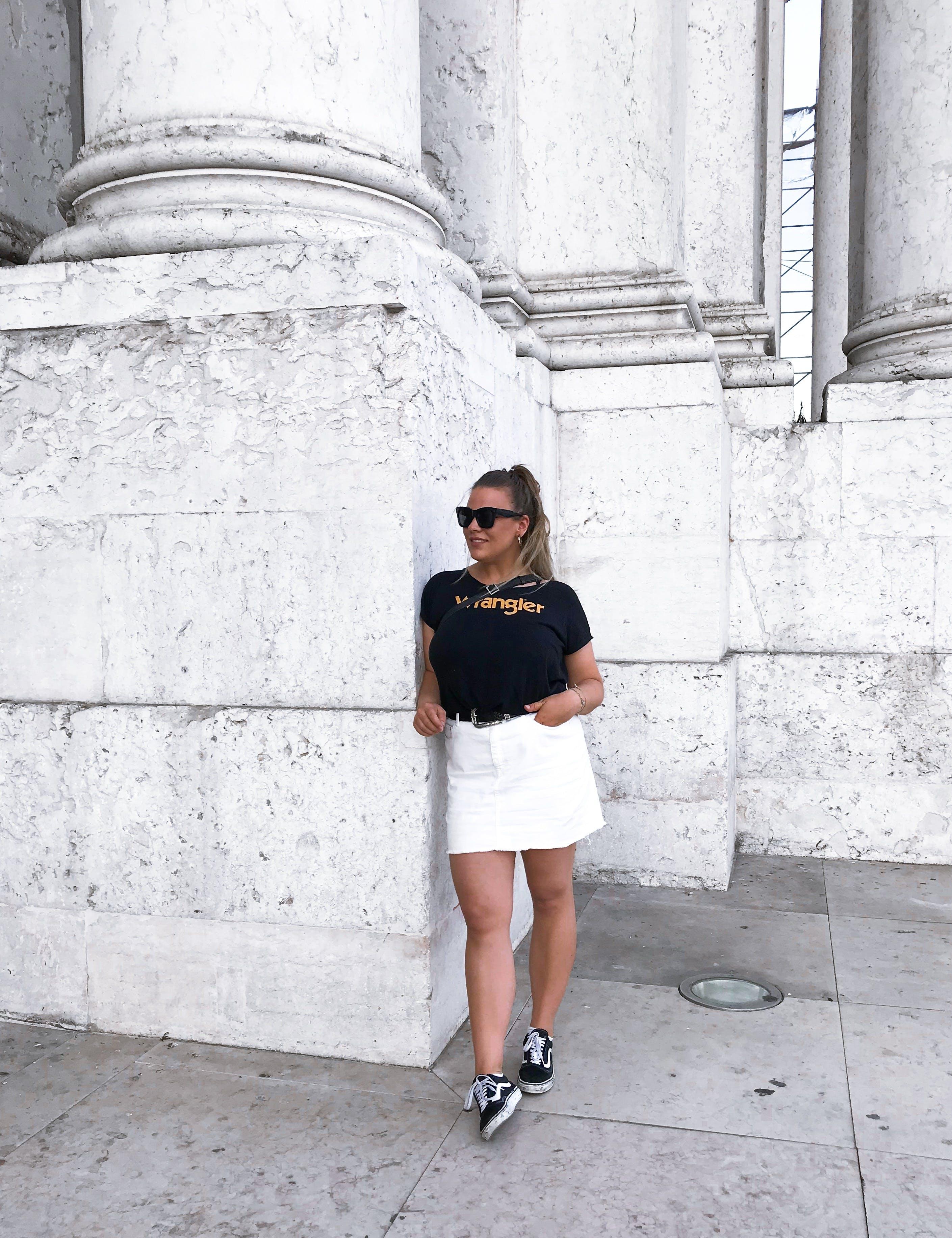 Základová fotografie zdarma na téma betonová stěna, cestování, dovolená, móda