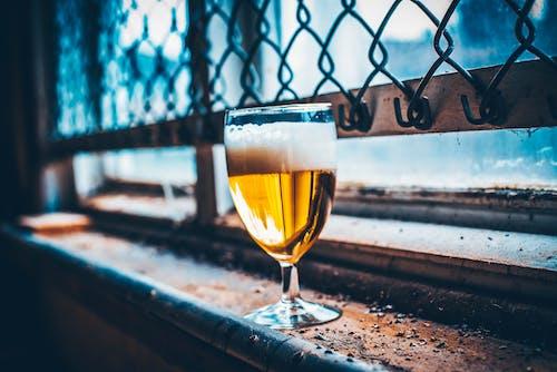 Ilmainen kuvapankkikuva tunnisteilla ikkuna, oluet, olut, punaviini