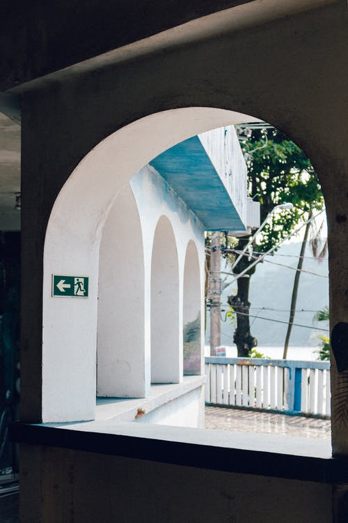 Δωρεάν στοκ φωτογραφιών με αρχιτεκτονική, αψίδα, δέντρο, είσοδος