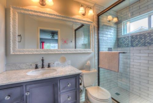 Gratis stockfoto met bad, badhanddoeken, badkamer, badkuip