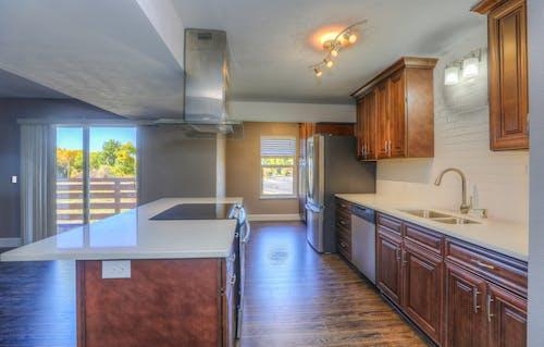 Gratis stockfoto met aanrecht, interieurontwerp, kabinet, keuken