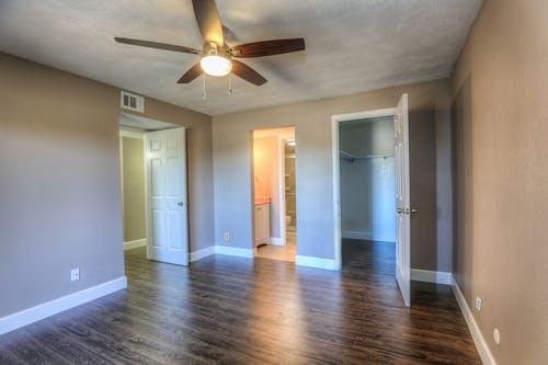 Gratis stockfoto met bevloering, binnenshuis interieur, hardhouten vloer, houten vloer