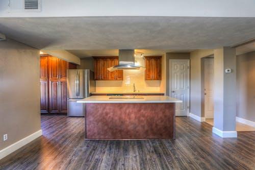 Gratis stockfoto met aanrecht, houten vloer, interieurontwerp, keuken