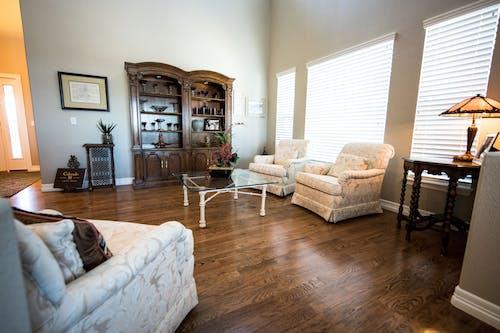 Gratis stockfoto met bank, binnenshuis interieur, interieur, interieurontwerp