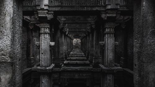 Základová fotografie zdarma na téma architektura, černobílá, chrám, denní světlo