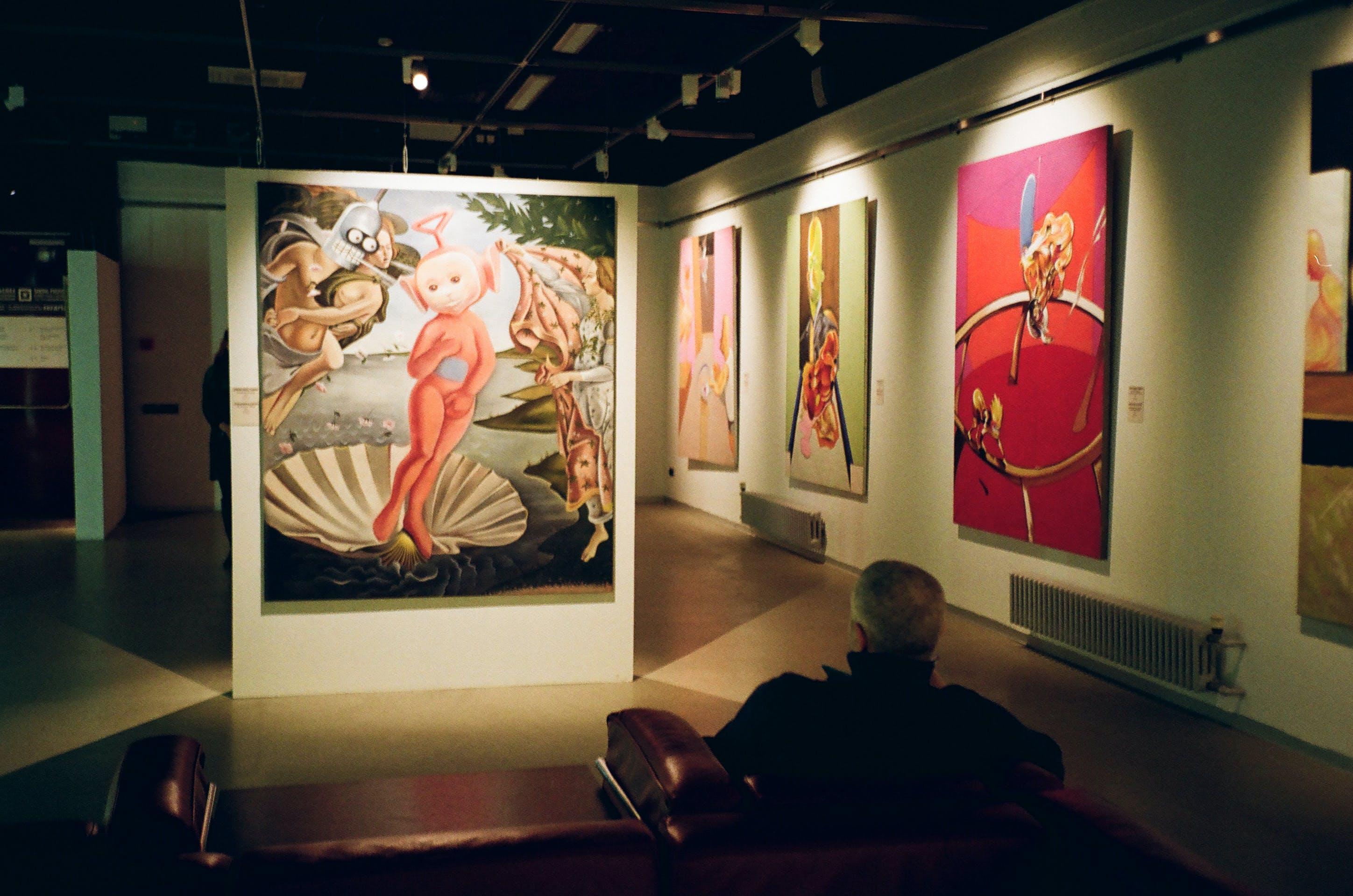 Безкоштовне стокове фото на тему «Будівля, виставка, всередині, дивиться»