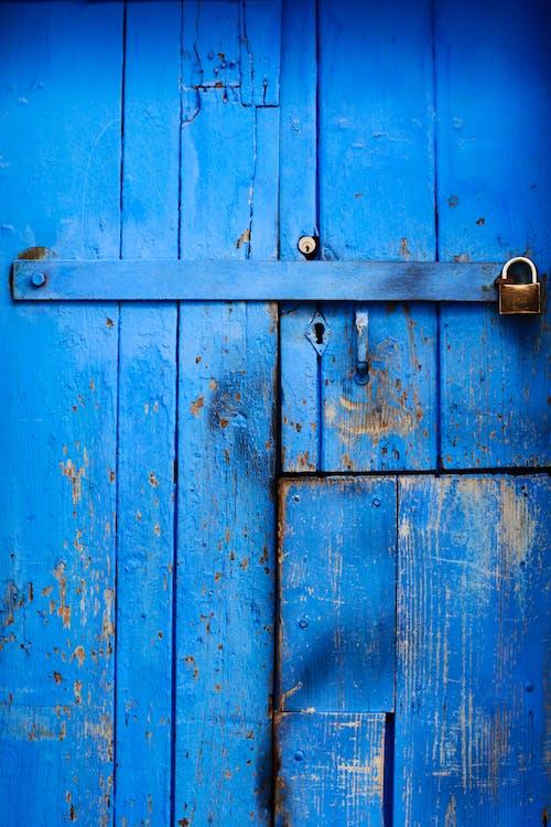 Gratis stockfoto met deur, dicht, houten deur, op slot