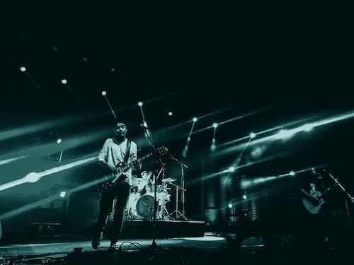Foto d'estoc gratuïta de actuació, banda, blanc i negre, blau