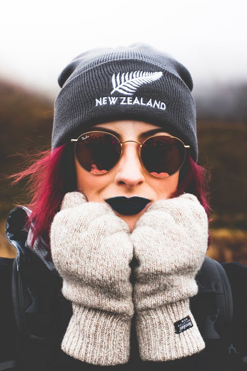 Fotos de stock gratuitas de desgaste, frío, Gafas de sol, guantes