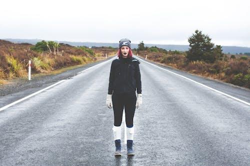 Fotobanka sbezplatnými fotkami na tému asfalt, cesta, človek, diaľnica