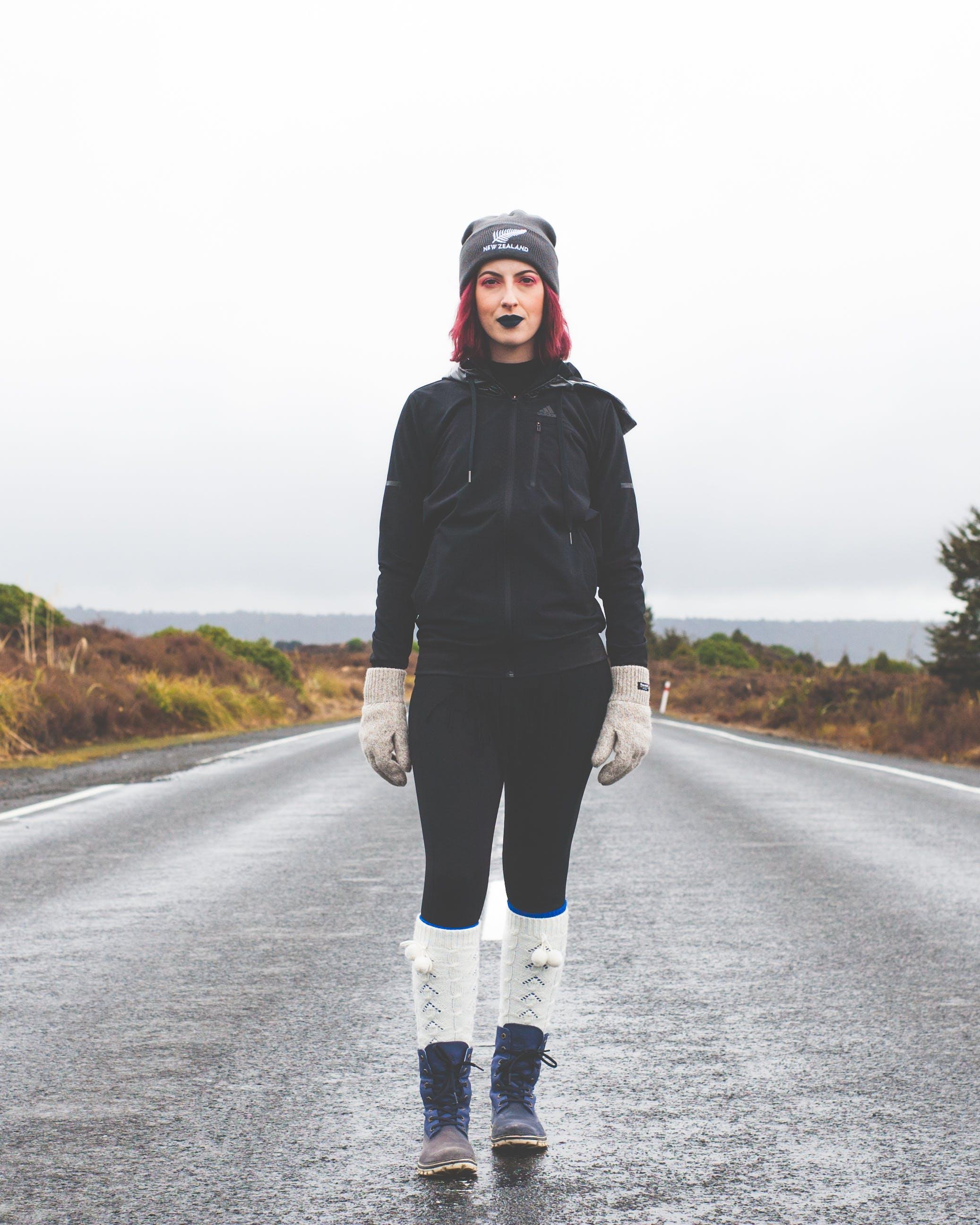 Kostenloses Stock Foto zu asphalt, fashion, frau, person