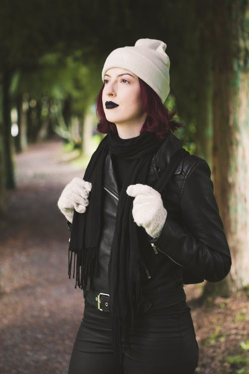 Kostnadsfri bild av falla, ha på sig, kvinna, mode