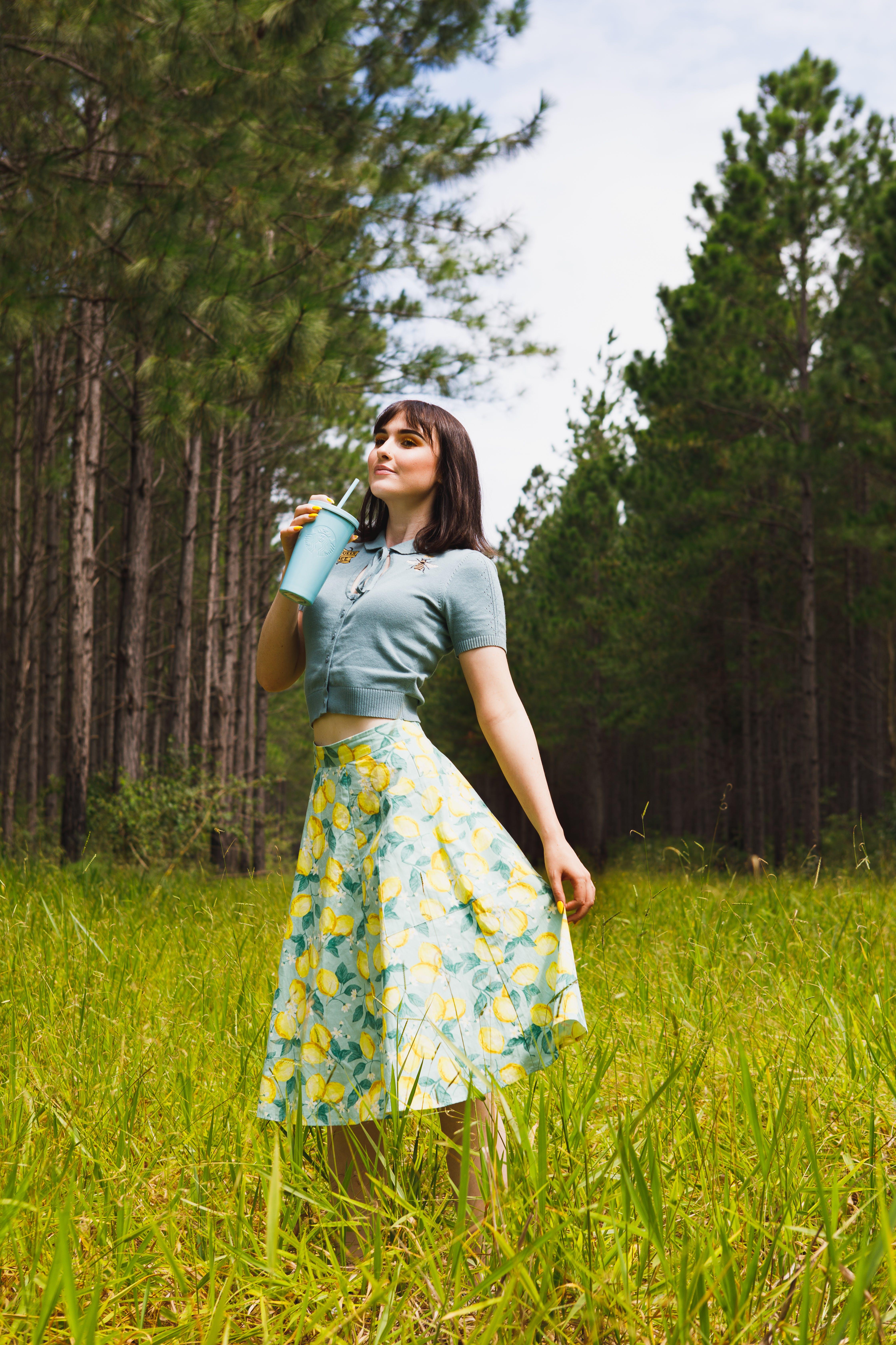 çim, elbise, güzel, güzellik içeren Ücretsiz stok fotoğraf