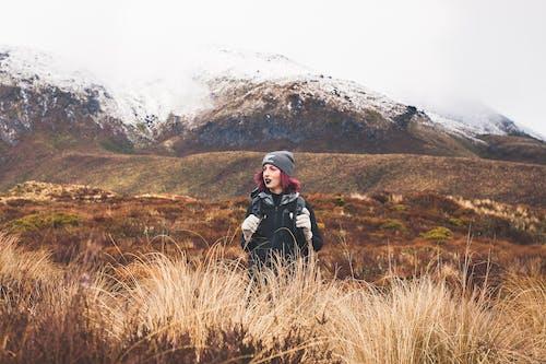 Δωρεάν στοκ φωτογραφιών με άνθρωπος, άτομο, βουνό, γήπεδο
