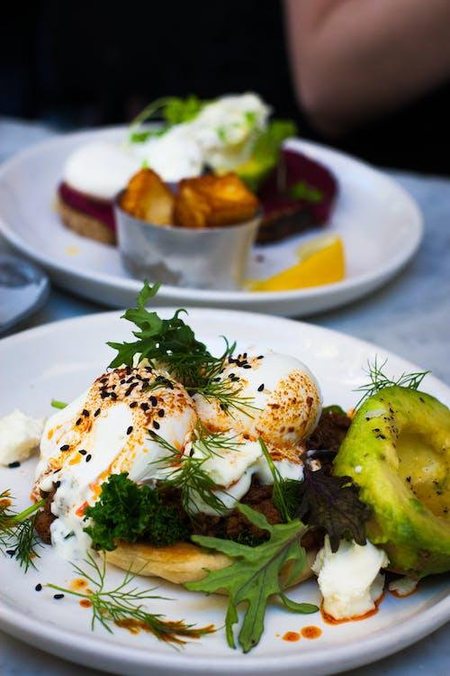 Δωρεάν στοκ φωτογραφιών με yummy, αυγά, αυγά benedict, γαλακτοκομικά προϊόντα
