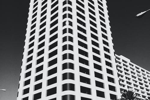 Immagine gratuita di acciaio, alto, architettura, bianco e nero
