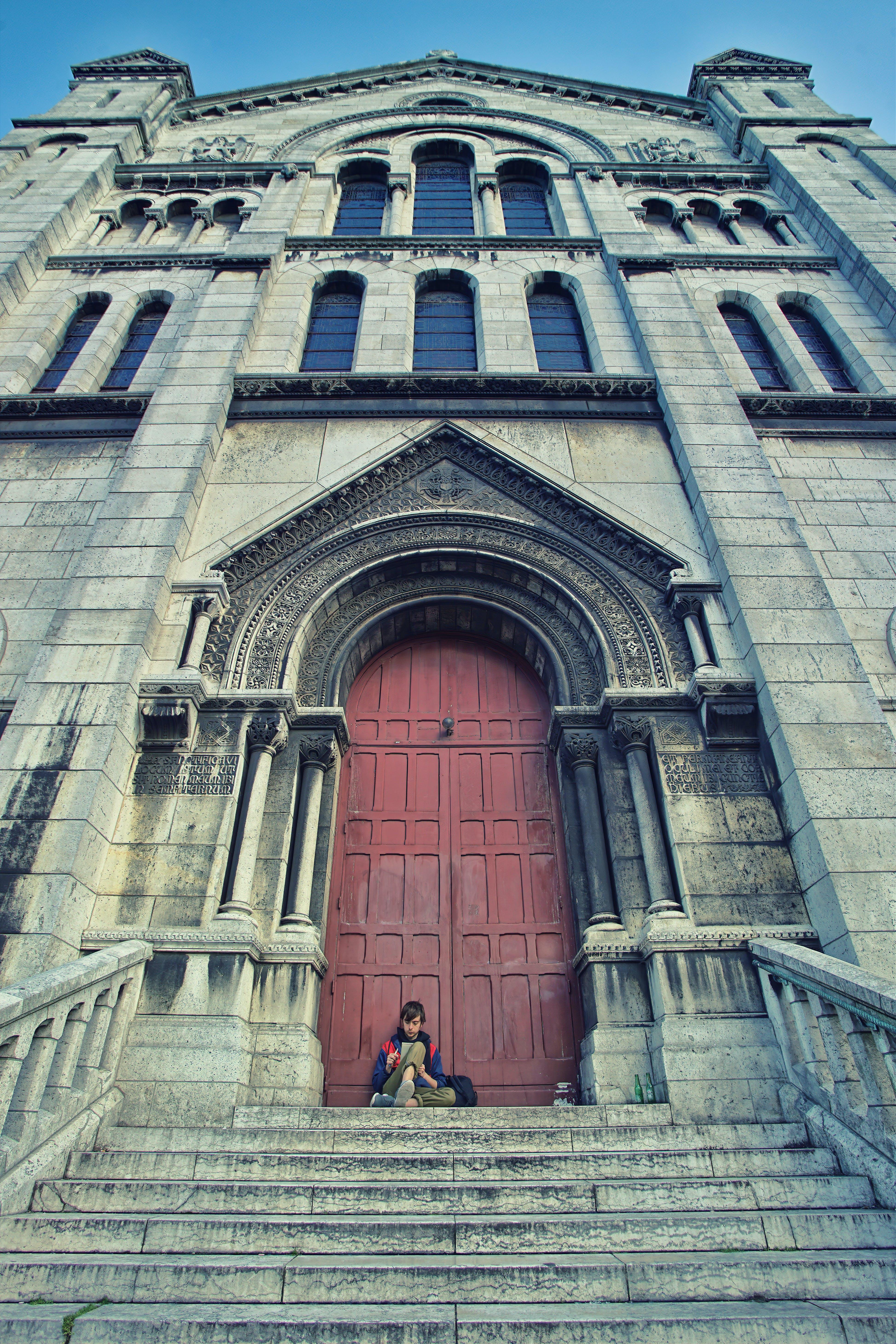 คลังภาพถ่ายฟรี ของ ชายอายุ 20-25 ปี, ปารีส, ผู้ชาย, มหาวิหารอันศักดิ์สิทธิ์แห่งปารีส