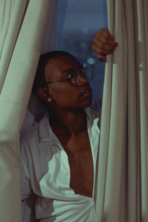 Безкоштовне стокове фото на тему «вікно, Завіса, людина, модель»