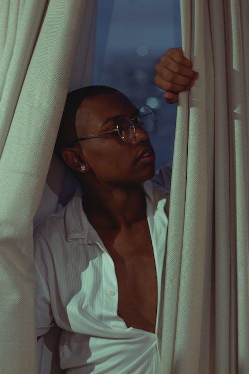 ablak, fekete ember, Férfi