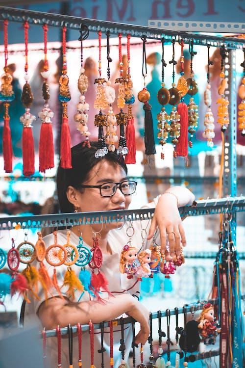 Fotobanka sbezplatnými fotkami na tému Ážijčanka, nakupovať, obchod, ornamenty