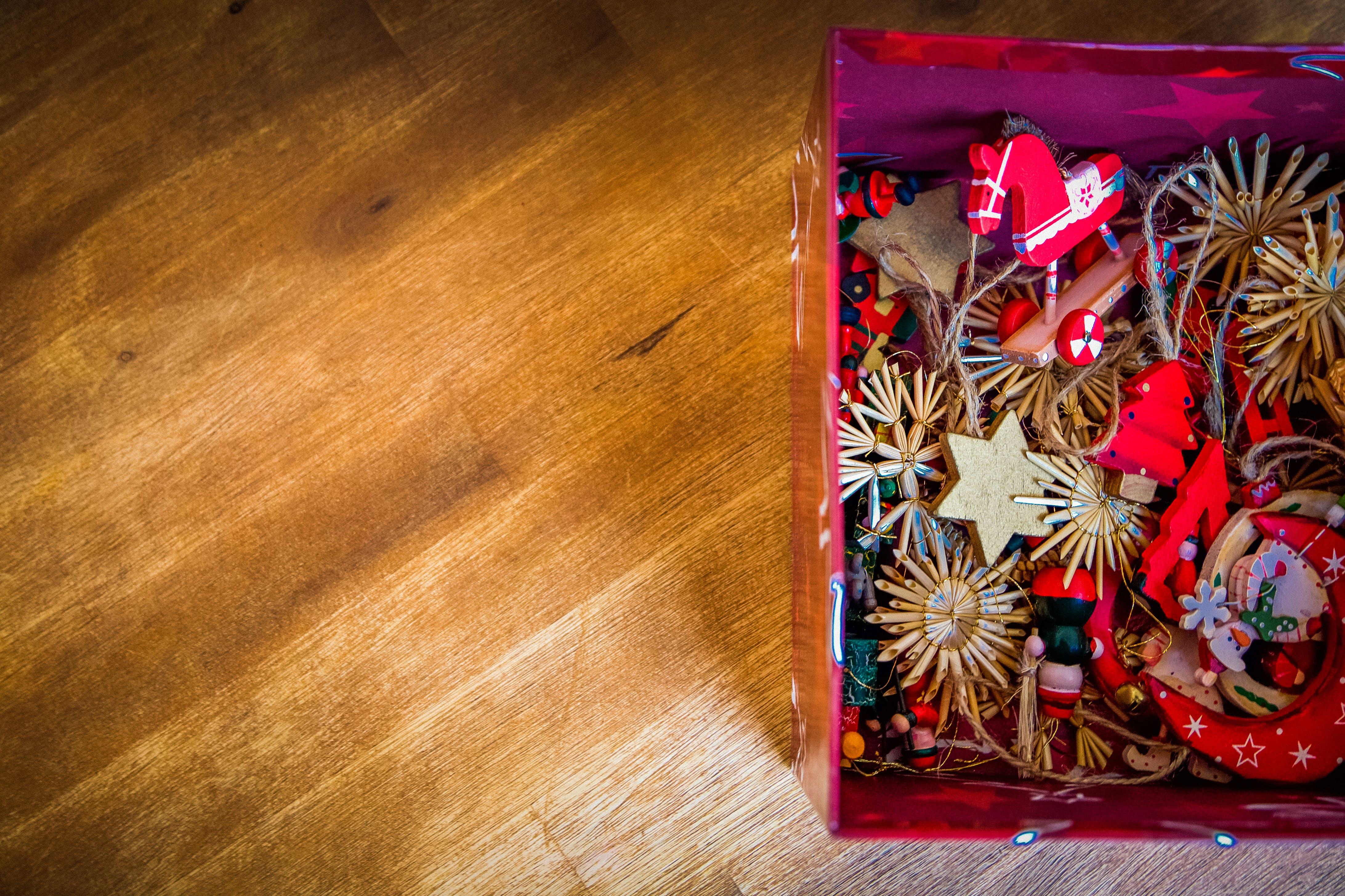 Základová fotografie zdarma na téma barva, červená, design, dřevěná podlaha