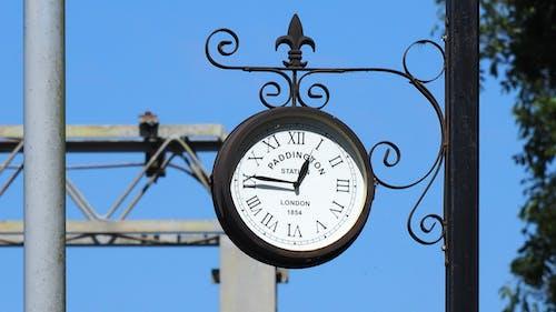 Foto profissional grátis de relógio