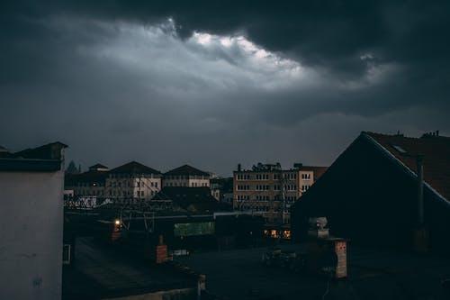 Foto stok gratis angin ribut, atap, awan, biru