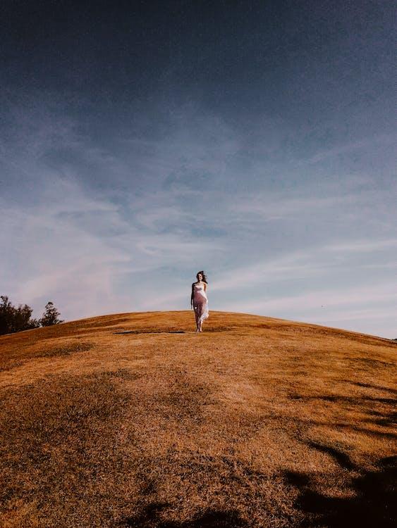 ao ar livre, campina, colina