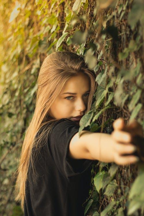 Fotobanka sbezplatnými fotkami na tému blondína, čierne tričko, fotenie, krásna