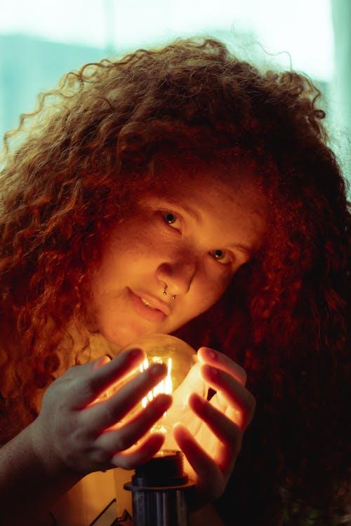 Безкоштовне стокове фото на тему «її, блакитні очі, Дівчина, жінка»