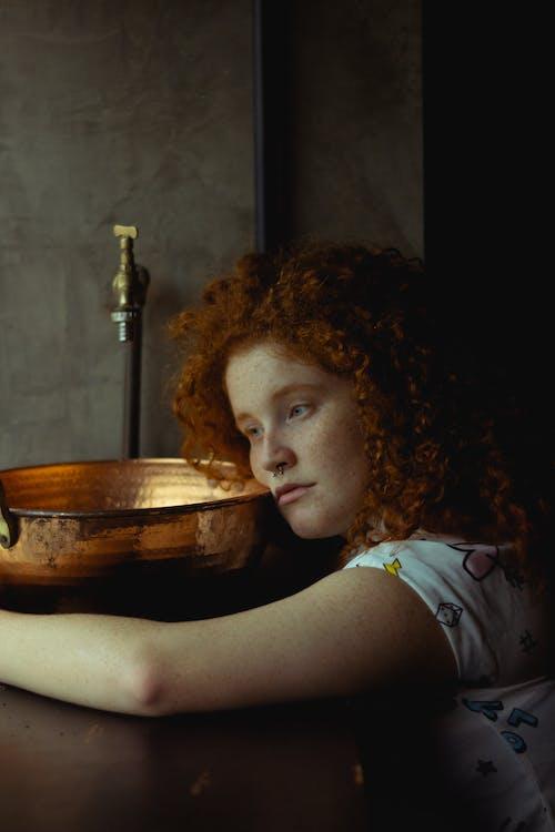 Foto d'estoc gratuïta de aixeta, arrissat, cabells arrissats, cabells pèl-roigs