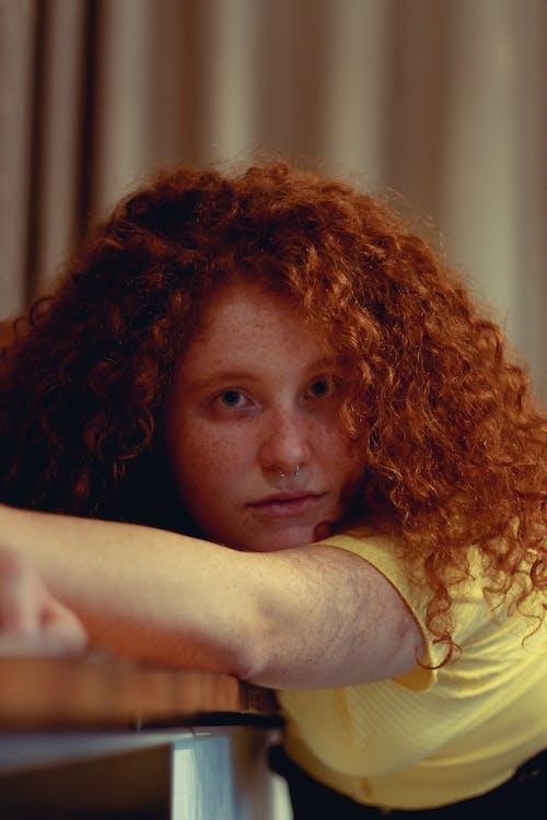 Kostnadsfri bild av kvinna, person, porträtt, rödhårig
