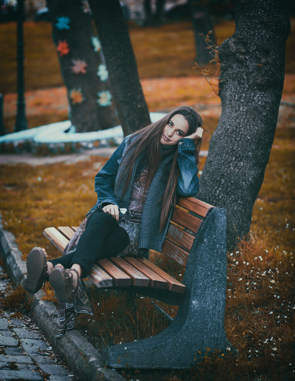 Kostnadsfri bild av bänk, ha på sig, kvinna, person