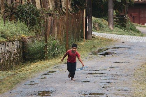Gratis lagerfoto af barn, Dreng, leg, løb