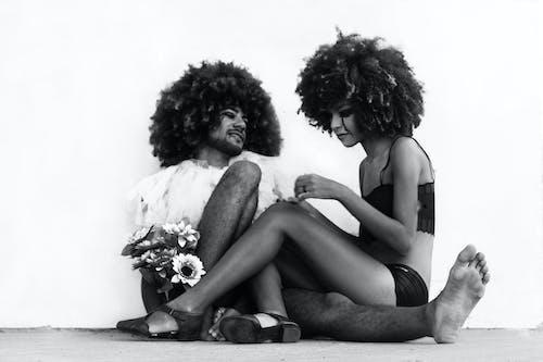 Kostenloses Stock Foto zu afro, augen, blumen, dame