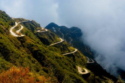 Kostnadsfri bild av grönska, kulle, landskap, moln