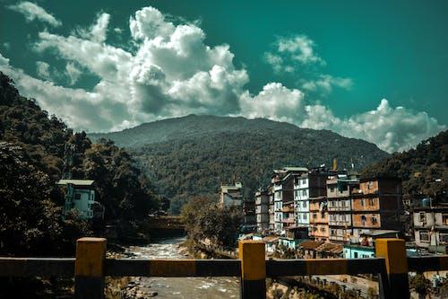 Kostnadsfri bild av berg, bro, dramatisk, dramatisk himmel