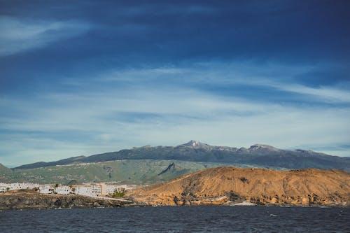 Бесплатное стоковое фото с вода, голубая вода, гора, дневной свет