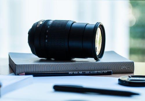 Fotos de stock gratuitas de abertura, blanco y negro, cámara, clásico