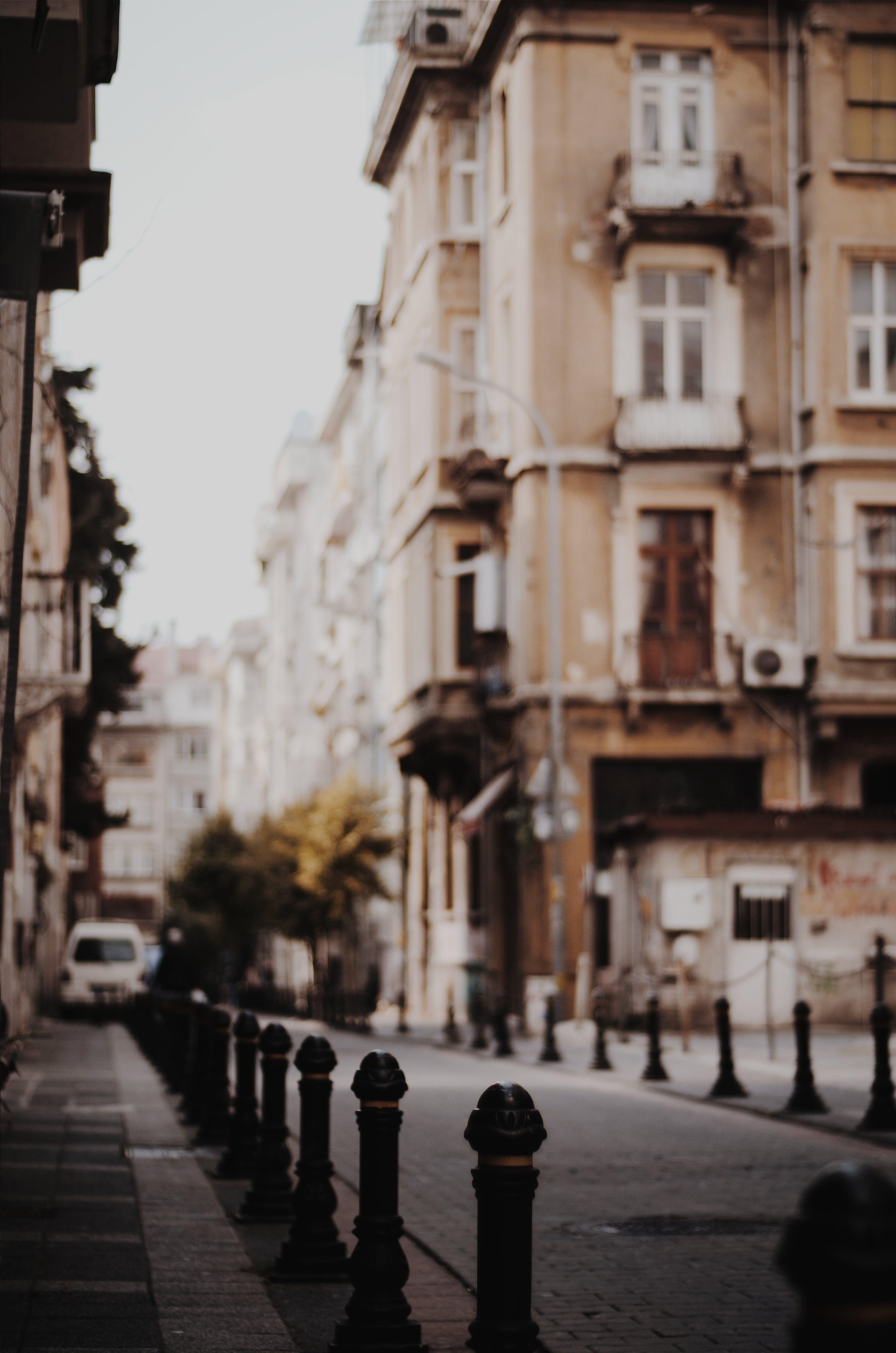 açık hava, arka sokak, Arnavut kaldırımlı sokak, bağbozumu içeren Ücretsiz stok fotoğraf