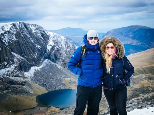 Foto profissional grátis de ao ar livre, aventura, caminhar, casal