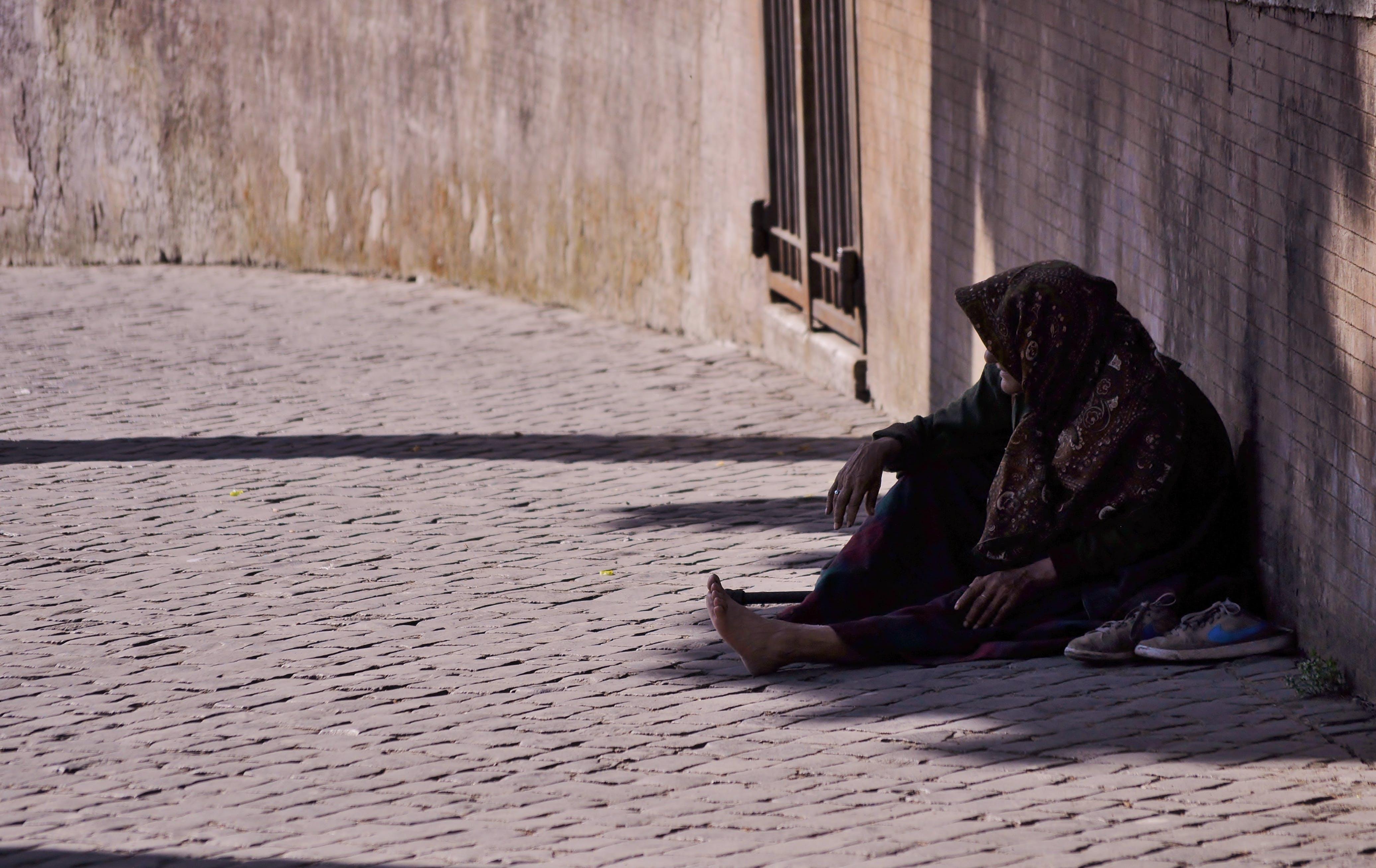 bez domova, bez práce, bezdomovstvo