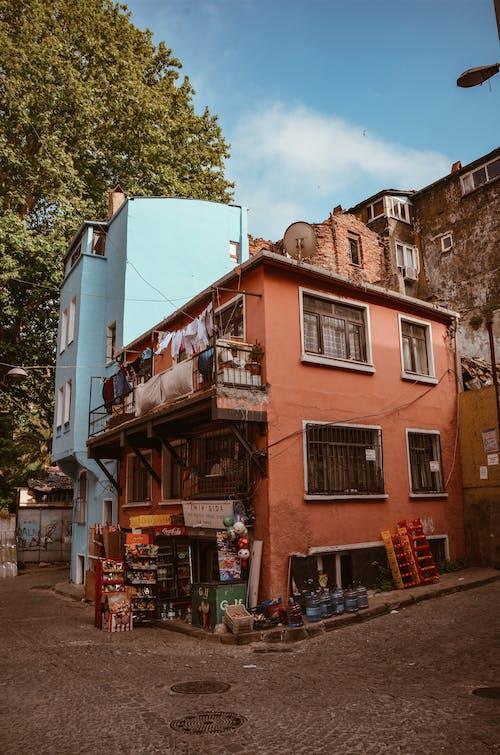Základová fotografie zdarma na téma architektura, balkon, budovy, denní
