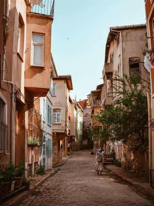 Základová fotografie zdarma na téma budovy, dlažební kostky, ulice, ulička