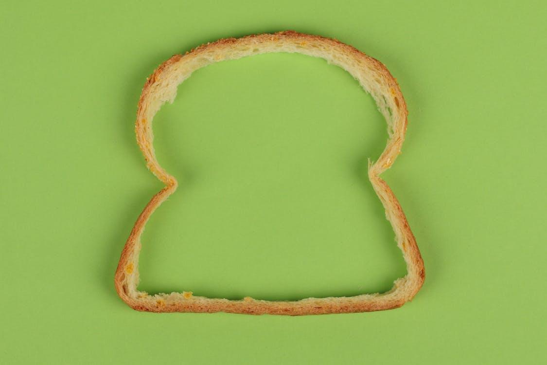 contornos, crosta de pão, fundo verde